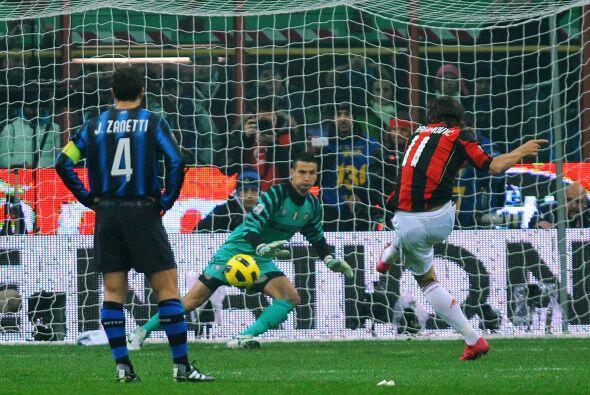 Apenas al minuto 5, se marcó un penalti en favor de los 'rossoneri'.