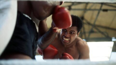 Muhammad Ali se convirtió en la leyenda del box por sus movimient...