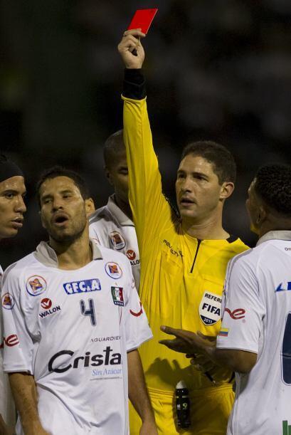 El árbitro Juan Soto tuvo una opaca actuación, no dio un claro penal a f...