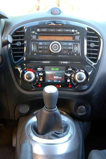 La consola central cuenta con un buen sistema de sonido y una pantalla d...