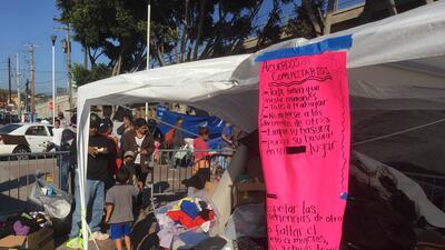 En fotos: La vida de los migrantes entre carpas a las afueras de la garita de San Ysidro