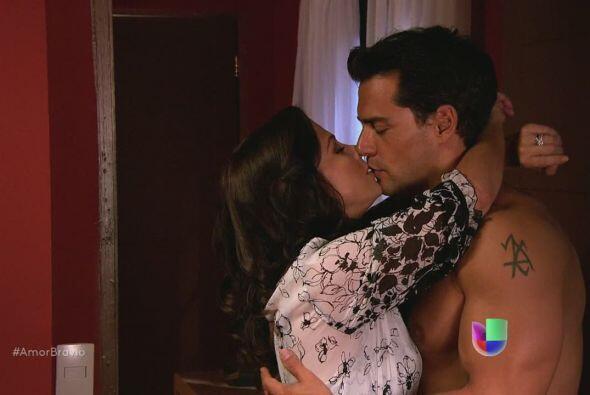 Miriam aprovecha que Daniel se dará un baño e intenta acom...