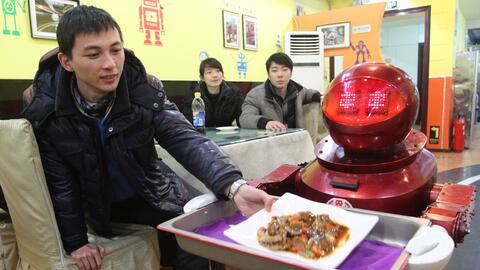 Un restaurante servido por robots en China.