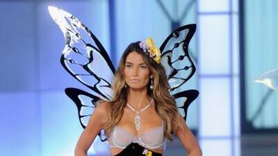 La modelo se convertirá en mamá en 2012 y ya tiene tres meses de embarazo.
