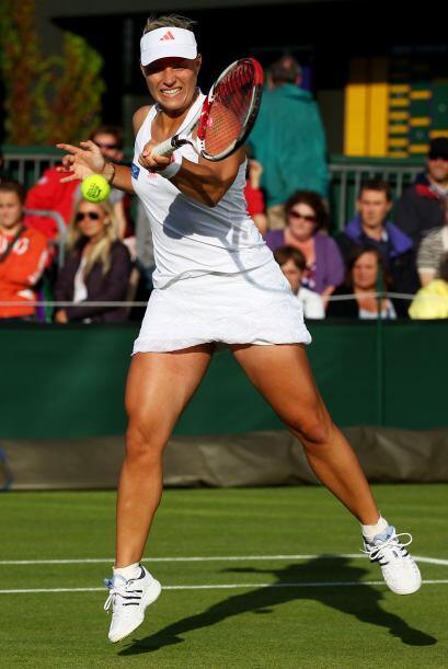 La alemana Angelique Kerber derrotó a la polaca preclasificada número 1...