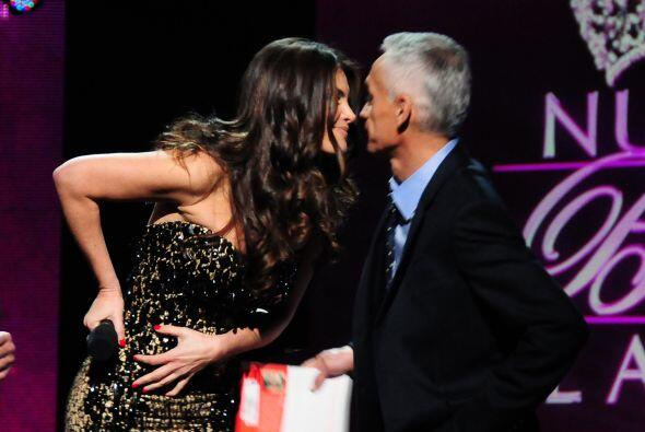 Jorge le dio su besito de la buena suerte. ¿Acaso no hacen una pareja es...