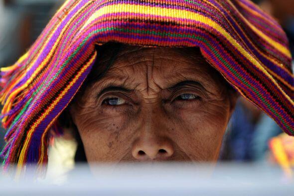 Guatemala, con una vasta población campesina indígena que realiza cultiv...