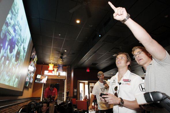 DALLAS  También en Dallas, Frankie's Sports Bar en la calle 3 y Lamar of...