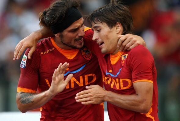 Los delanteros de la Roma, Osvaldo y Bojan, no se ponen de acuerdo para...
