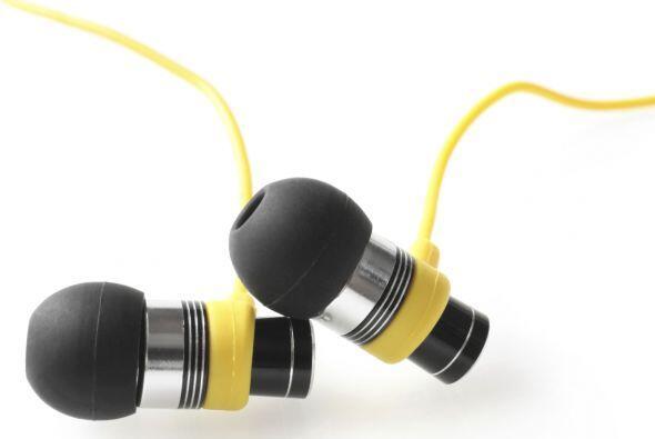 Auriculares In-Ear. Son los que vienen con pequeñas almohadillas de sili...