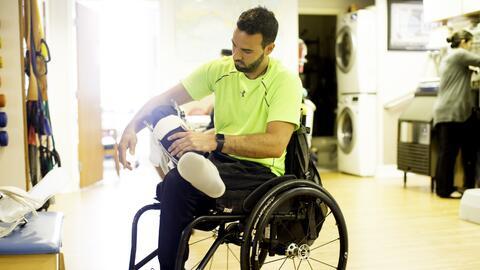 Gianluigi se quita una prótesis hecha a su medida tras terminar t...
