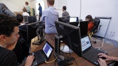 Los jóvenes y sus mentores usaron el hachtag #DREAMerHack@FWD_us en Twit...