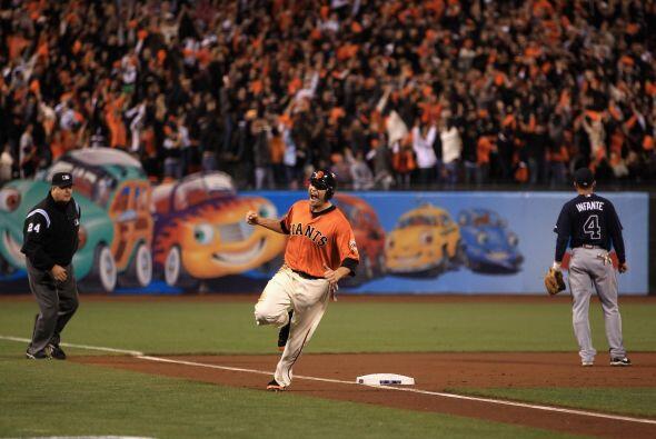 El californiano Freddy Sánchez recorrió las colchonetas con el ánimo de...