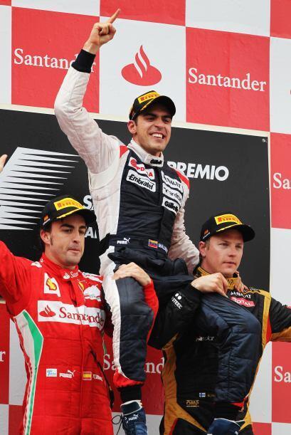 Alonso y Raikkonen levantaron en hombros al venezolano.