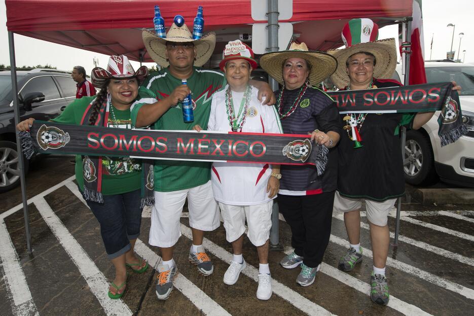 Colorido en el México vs. Honduras