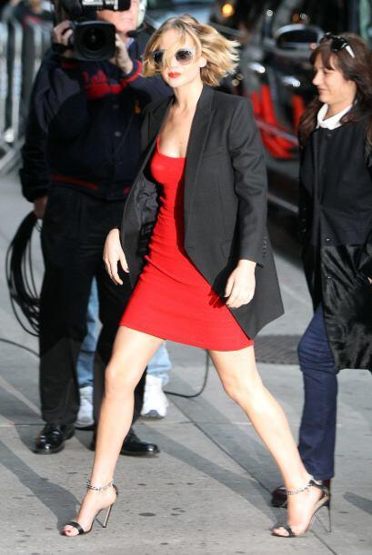 La actriz se enfundó en un vestido rojo.