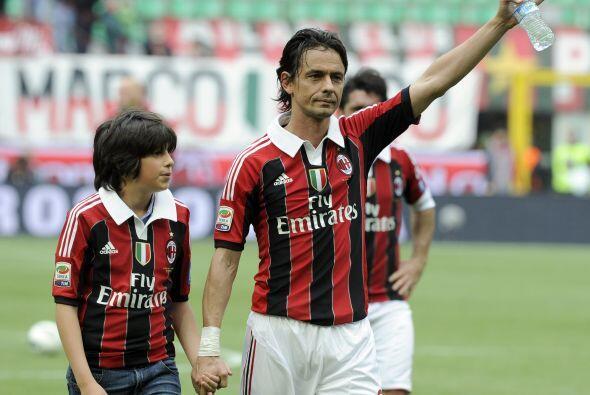 En compañía de su familia, Inzaghi fue aclamado por San Siro.