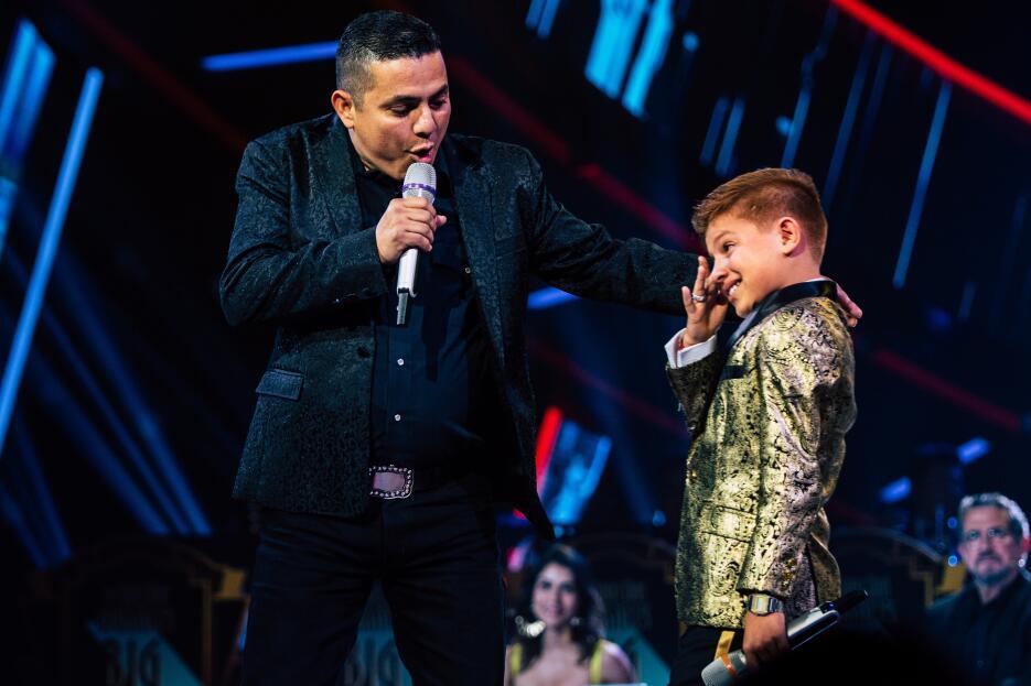 Canelito y su papá en actuación