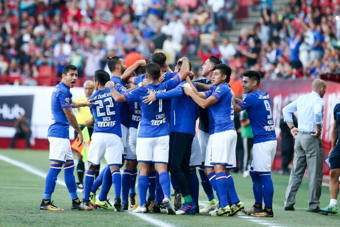 Cruz Azul debuta con triunfo y vuelve a ilusionar a su afición ol Edgar...
