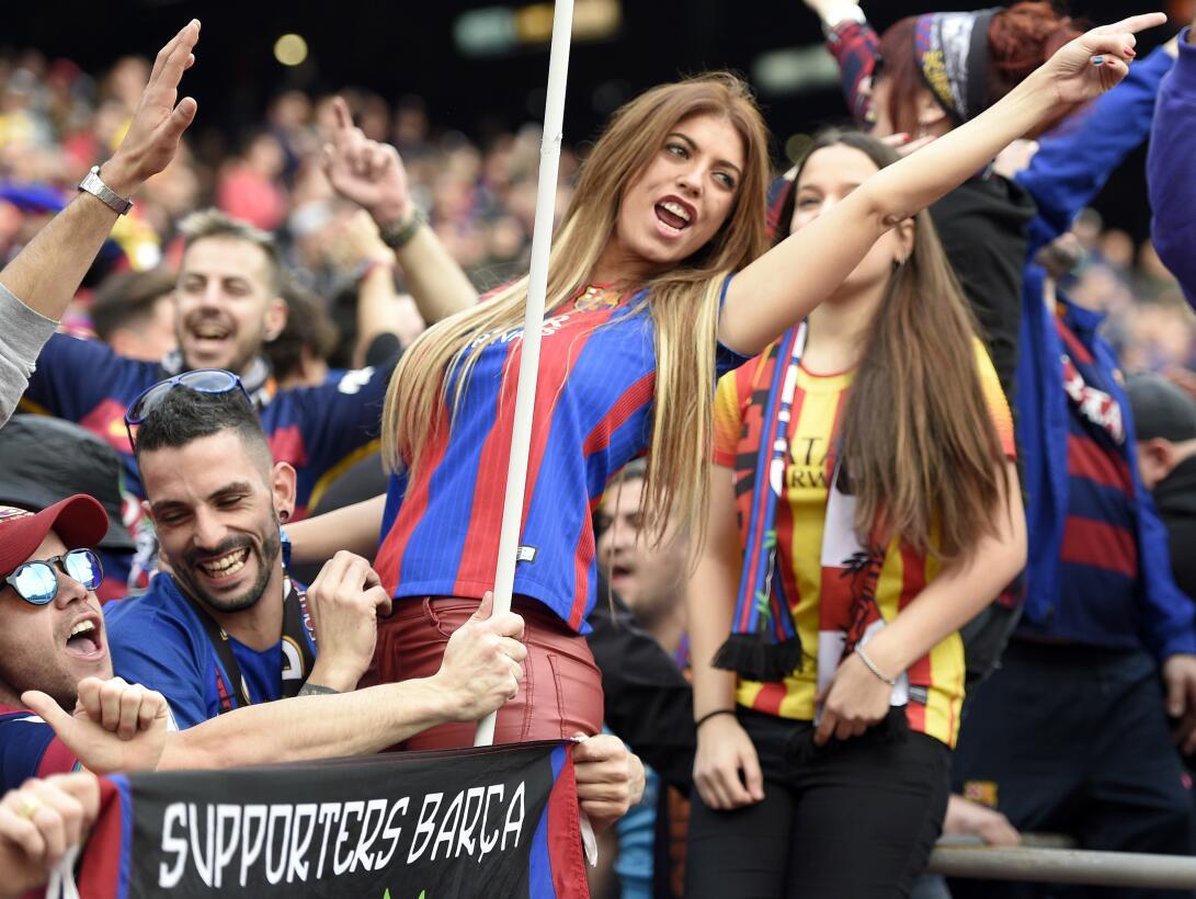 Entre fiesta y luto, el ambiente del clásico Barcelona-Real Madrid Getty...