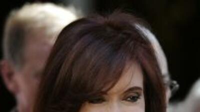 La presidenta de Argentina Cristina Fernández firmó una ley antitabaco.
