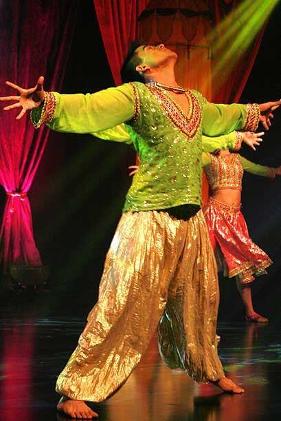Estos bailes son un preámbulo para la nueva telenovela India.