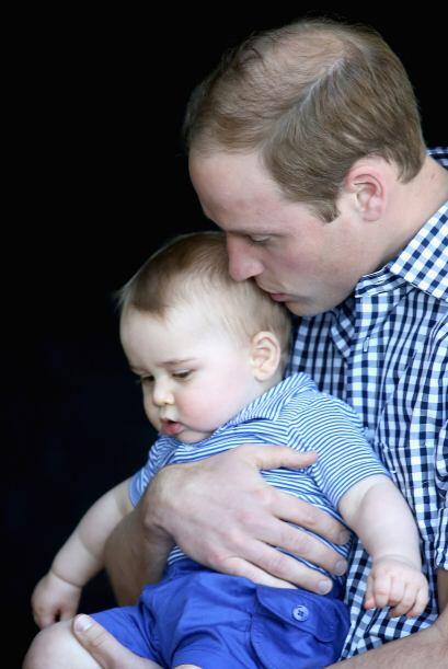 George siempre luce sereno en brazos de William.