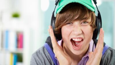 Desde usar audfonos para escuchar música alto, el tiro al blanco, trabaj...