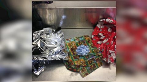 Envoltorios navideños en los que iba la heroína decomisa e...