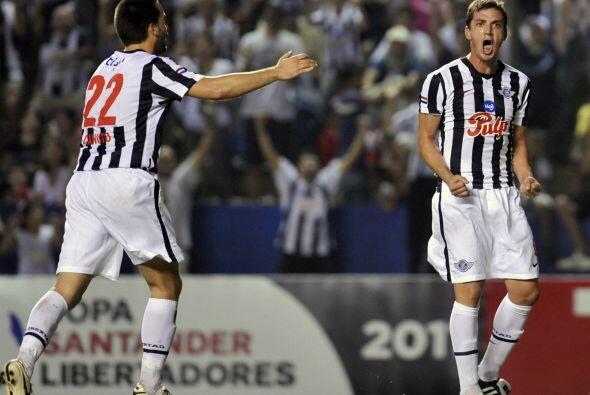 El partido del Grupo 1 de la Libertadores en Asunción fue todo pa...
