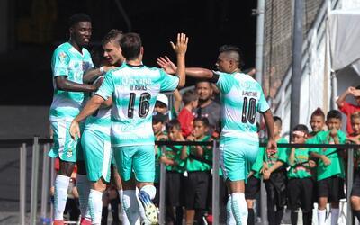 Santos derrotó 5-0 a Chivas en partido amistoso.