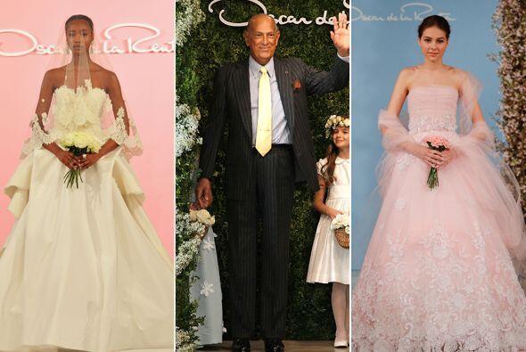 Los modelos del diseñador destacaron por su estilo romántico y elegante,...