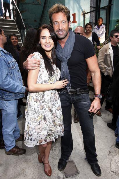 Adriana  y Gabriel Soto conforman la pareja romántica de la historia.
