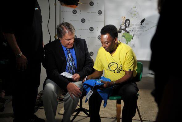 Univision.com junto a Pelé, una entrevista bien futbolera en la ciudad d...