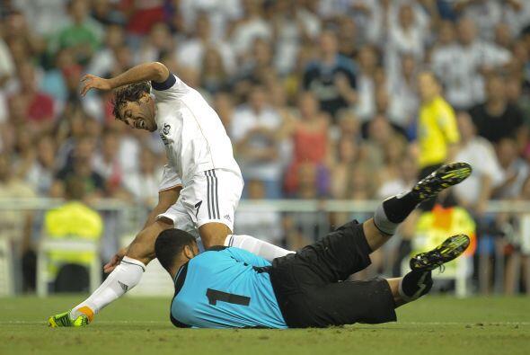 El delantero español no tardó en poner en peligro a sus compañeros, a qu...