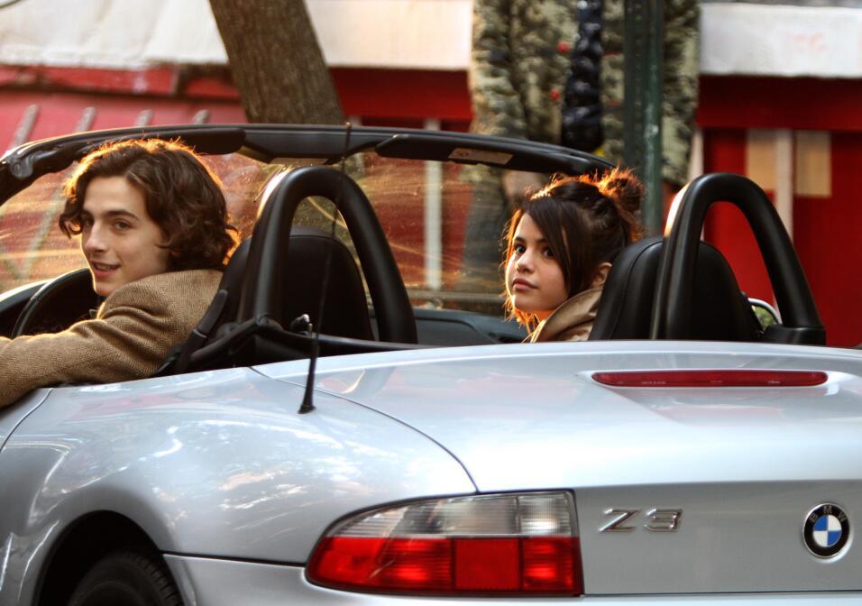¿Complacido? Tanto Selena Gomez como Timothée Chalamet ver...