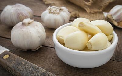 El ajo reduce el colesterol malo y ayuda a combatir infecciones