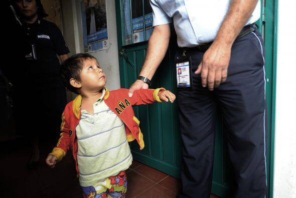 Al menos 25 menores fueron hallados por la policía cuando deambulaban so...