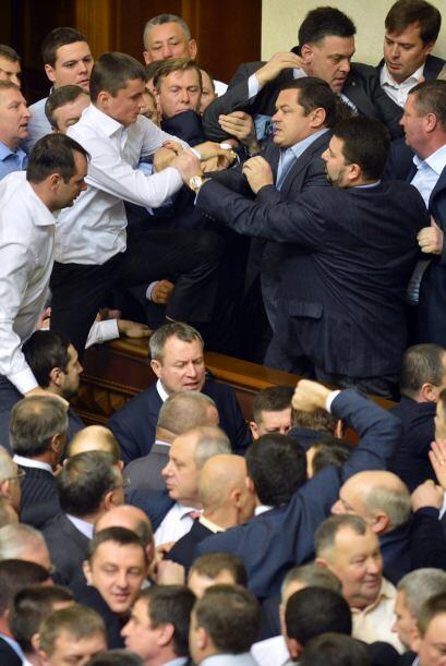 Parlamento unicameral de Ucrania estrenó hoy su séptima le...