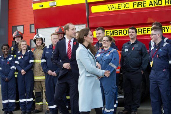 La duquesa y el príncipe William visitaron la refinería de Valero.