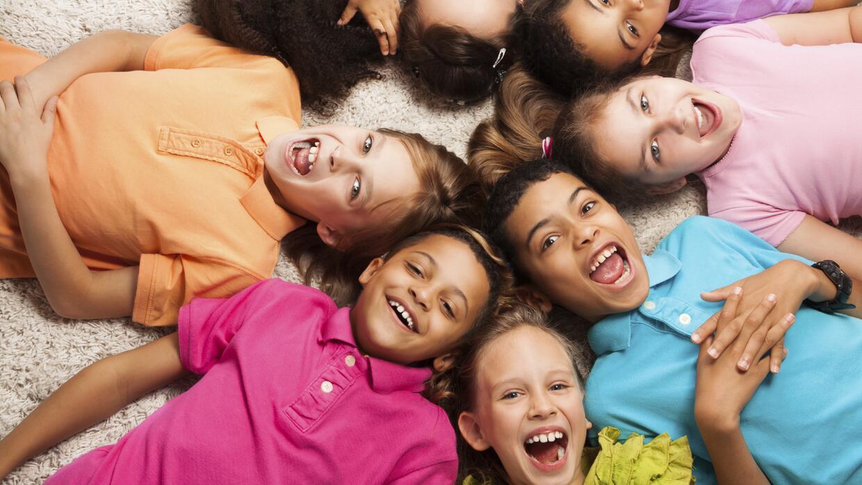 Cada tipo de familia ofrece relaciones diferentes entre los hermanos. Fa...