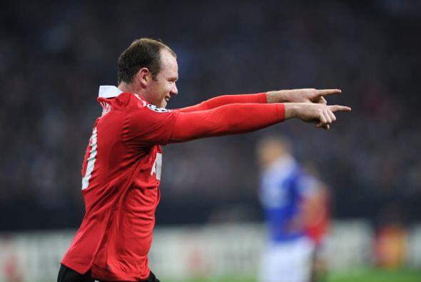 Wayne Rooney, el capitán del 'Man-U', mostró su olfato goleador.