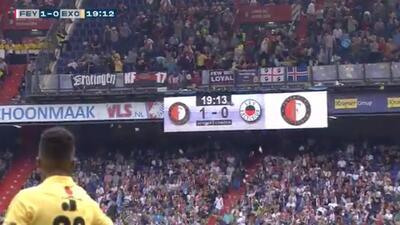¡Aplausos! Aficionados del Feyenoord lanzan peluches a niños enfermos
