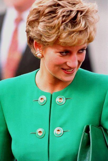 4. Lady Di se divorció y se cortó el pelo, lo cual generó una fiebre de...