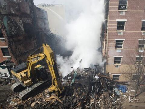 Debido a la fuerza de la explosión, la limpieza y retiro de los e...