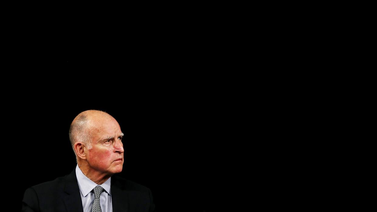El gobernador de California, Jerry Brown, en un evento público en marzo...