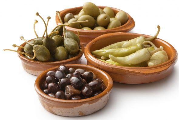 De la picada, a la ensalada. Incorpora entre tus hojas verdes los cl&aac...