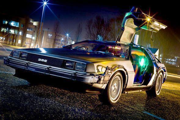 Nadie puede pasar desapercibido con un DeLorean que viaje atrás en el ti...