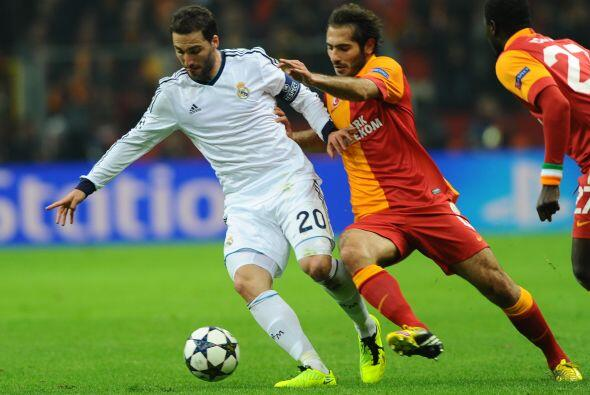 Higuaín estuvo solo en la punta de ataque, el Madrid salió a defender..