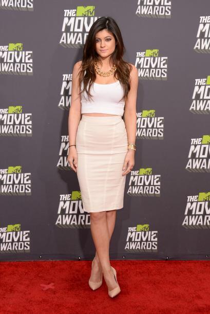 Se recomienda usar las 'pencil skirt'  con blusas, si deseas un 'look' c...